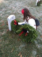 C of O and S of O students participate in Wreaths Across