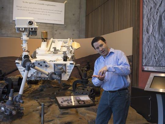 ASU professor Jim Bell explains the Curiosity rover's
