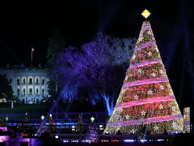 The trumps light the national christmas tree cetusnews for Lit national