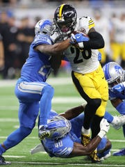 Lions defenders tackle Steelers running back Le'Veon