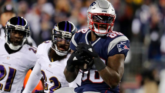 New England Patriots tight end Martellus Bennett hauls in a pass against the Baltimore Ravens at Gillette Stadium in Foxborough, Mass. Monday, Dec. 12, 2016.