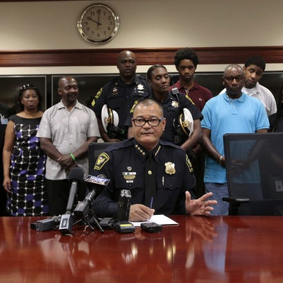 Supporters stand by Cincinnati police Chief Jeffrey