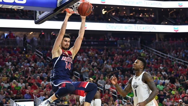 Arizona center Dusan Ristic (14) dunks during the Pac-12 title game against Oregon.