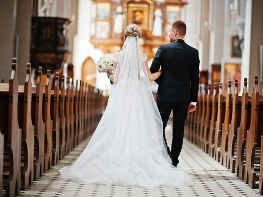wedding_couple_church
