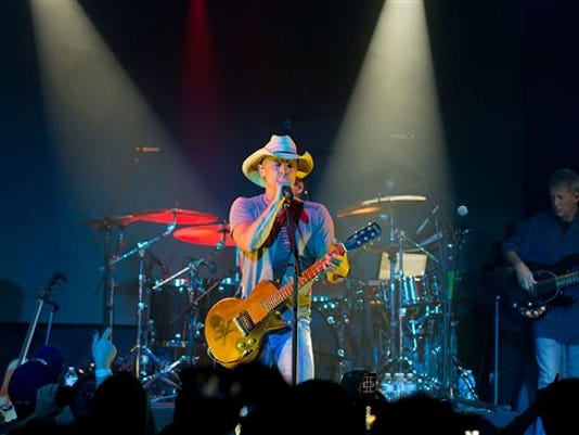 Music Kenny Chesney_Paul(1)