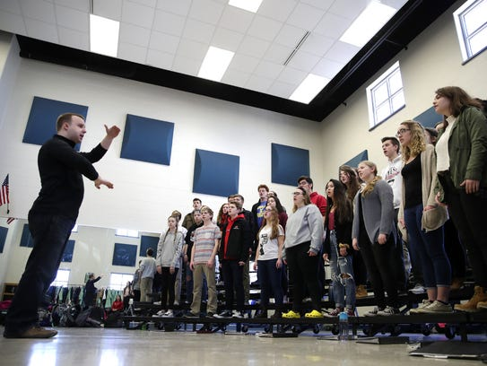 John Popke, choir director at Kimberly High School, leads the concert choir through a rehearsal for its upcoming performance at Carnegie Hall in New York City. Danny Damiani/USA TODAY NETWORK-Wisconsin