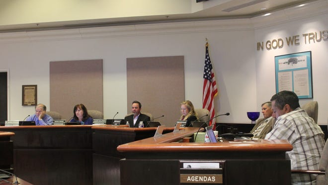 City Commissioners discussed an amendment to the City Charter that will allow  the commission the power to remove another commission member with a 6-0 super majority vote. City Commission passed the amendment 5-0 on Tuesday evening and it will be placed on the March 2016 ballot for voters to decide on.