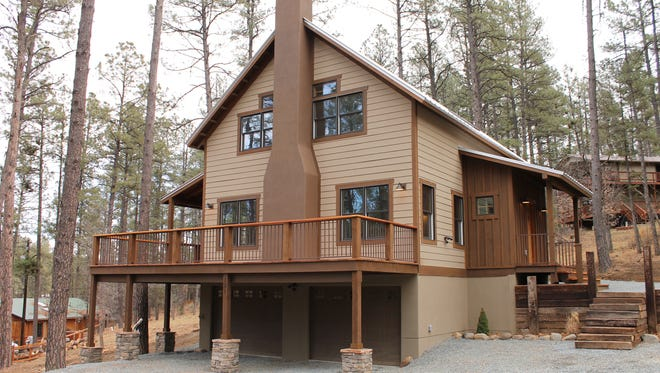 This mountain home is the work of Baudo Builds, winner of a Houzz customer service award.