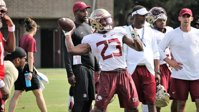 FSU RB Cam Akers throws a pass during practice on Aug. 9, 2018.