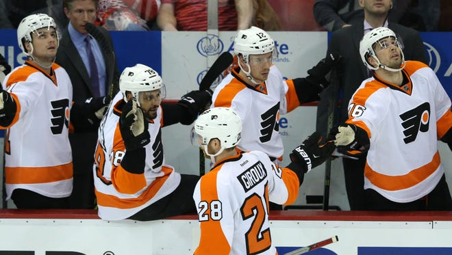 Claude Giroux has helped the Flyers to a six-game point streak, but that's not enough to make huge leaps in the standings these days.