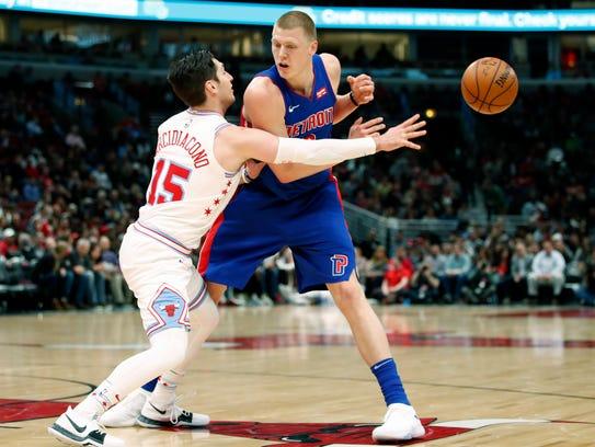 Chicago Bulls guard Ryan Arcidiacono (15) knocks the