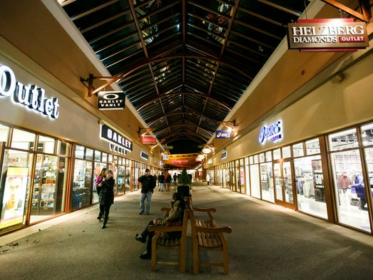 Search over outlet centers nationwide! G et up to date outlet mall information, store listings, hotel details, directions, sales, deals and more.