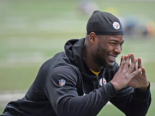 Pittsburgh Steelers Le'Veon Bell goes through drills during the NFL football team's practice Wednesday, Jan. 3, 2018, in Pittsburgh. (Peter Diana/Pittsburgh Post-Gazette via AP)