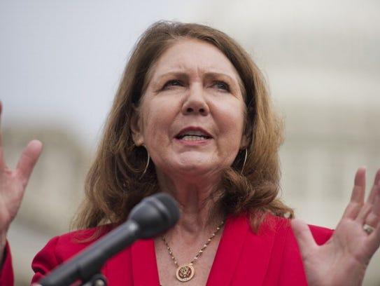 """La congresista Ann Kirkpatrick atacó los """"juegos partidistas"""""""