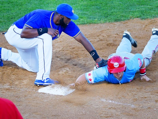 636622784822871165-Canaries-vs-Chicago-Dogs-002.JPG