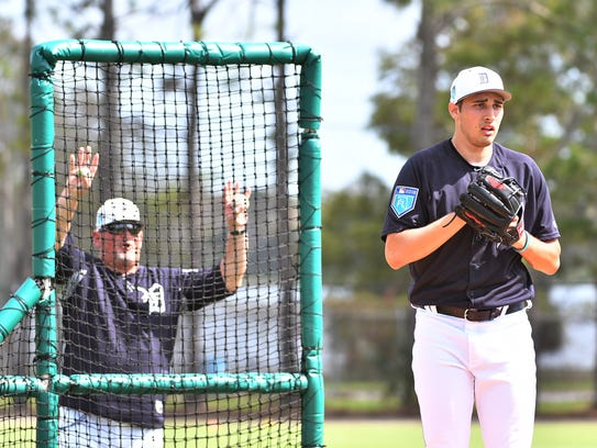 Chris Bosio gives instructions to Alex Faedo during