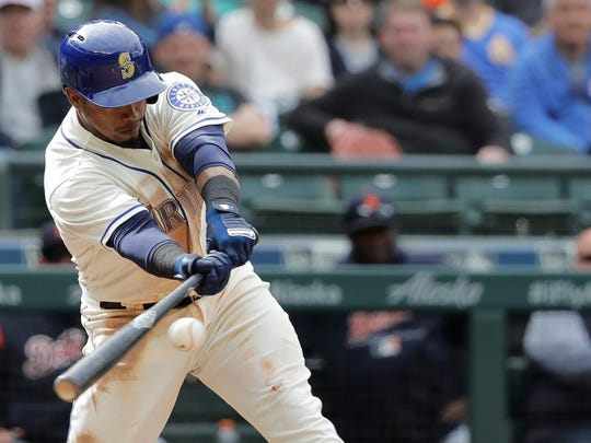 Jean Segura hits a walkoff RBI single in the 11th inning