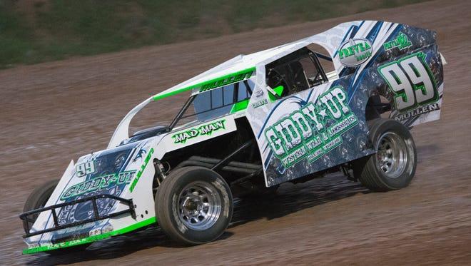 Seymour's Mike Mullen, driving for car owner Ricky Lemmen of Ashwaubenon, will compete in the Lucas Oil late model series event Thursday at Oshkosh Speedzone.