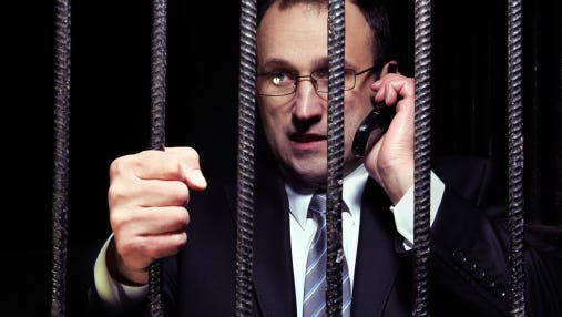 Don't expect to see a Wall Street CEO in handcuffs in 2014, Scott Cohn says.