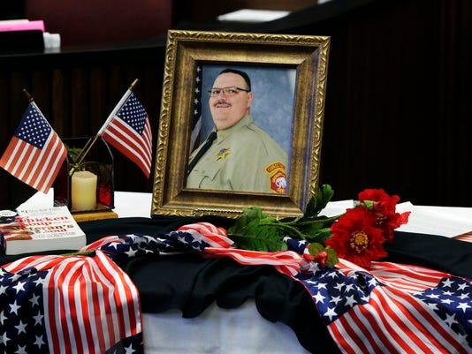 636144775947706495-she-n-Veterans-Court-Ceremony-1111-gck-03.JPG