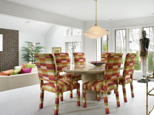 Bright, crisp and contemporary, the citrus-toned silk