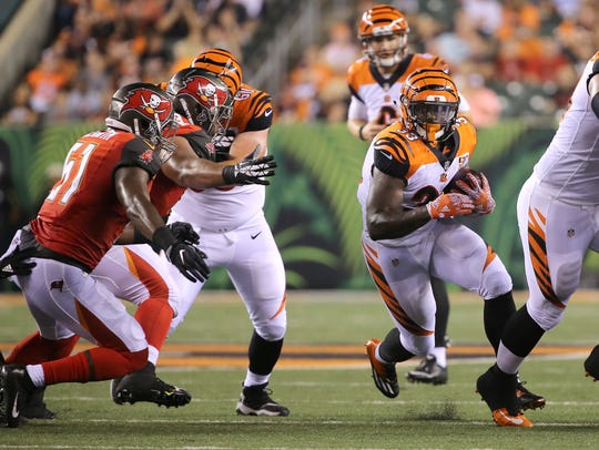 Cincinnati Bengals running back Tra Carson (33) finds
