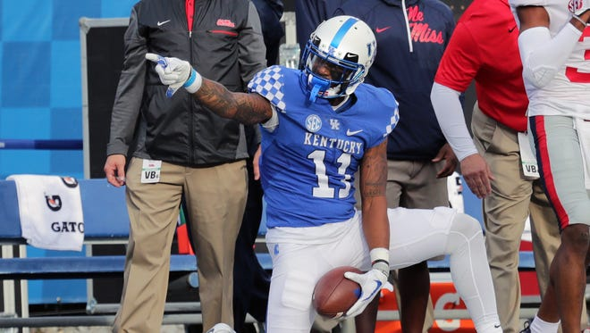 Kentucky's Tavin Richardson signals first down.