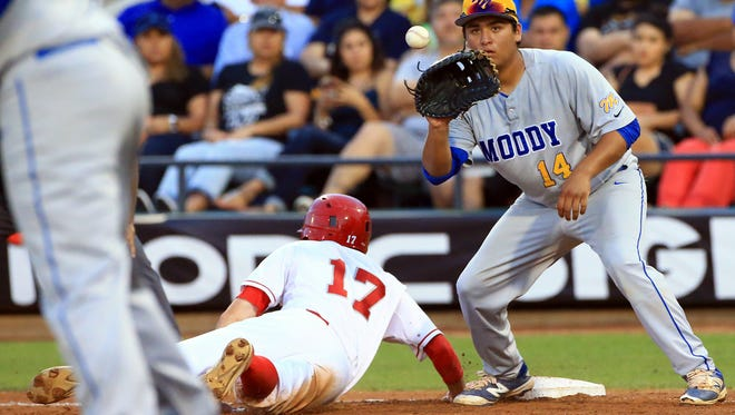 Moody's Dominik Lopez reaches for the ball against Ray during game 1 of the Region IV-5A finals Thursday, June 1 ,2017, at Whataburger Field in Corpus Christi.