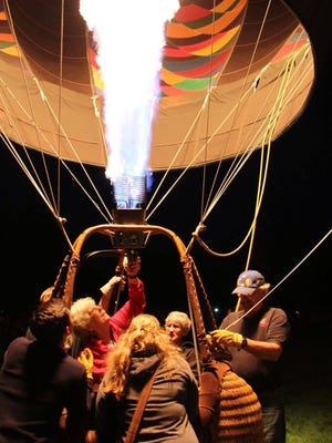 Jeanne Anson lighting her balloon, Dragon Moon, at the Spirit of Boise Classic.