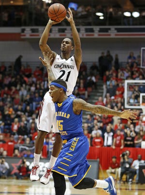 Cincinnati Bearcats' Farad Cobb, 21 puts up two points over Morehead State's Kareem Storey, 15, during the first half.