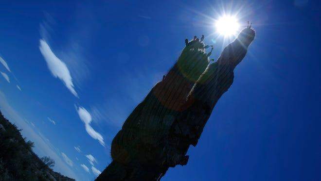 Solar Hot Spots 159154 -- 06/03/2009  -- The sun moves over the Arizona skies in Phoenix, AZ. (Rob Schumacher/The Arizona Republic)