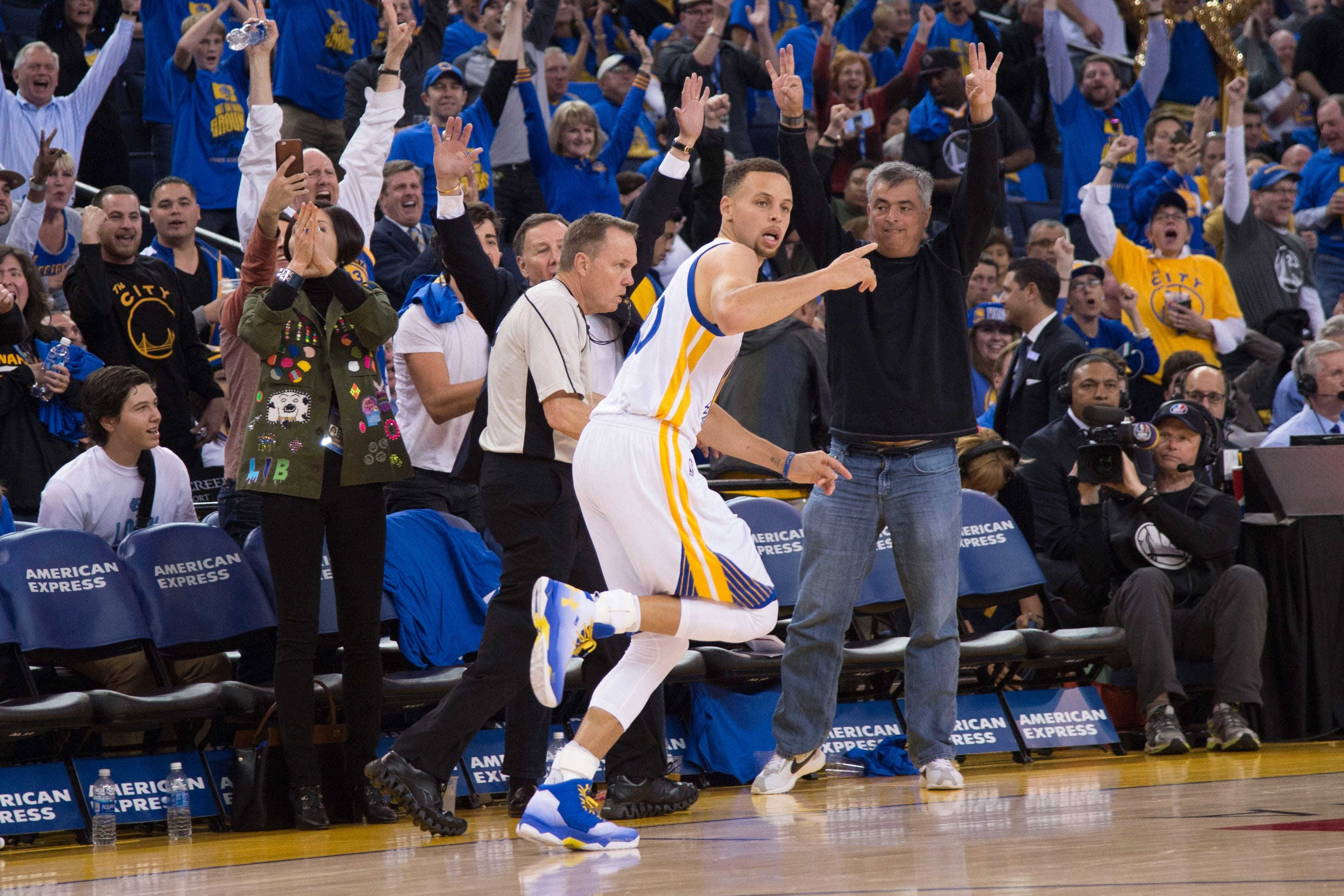 Amick: Stephen Curry pushing the limits of greatness in record season