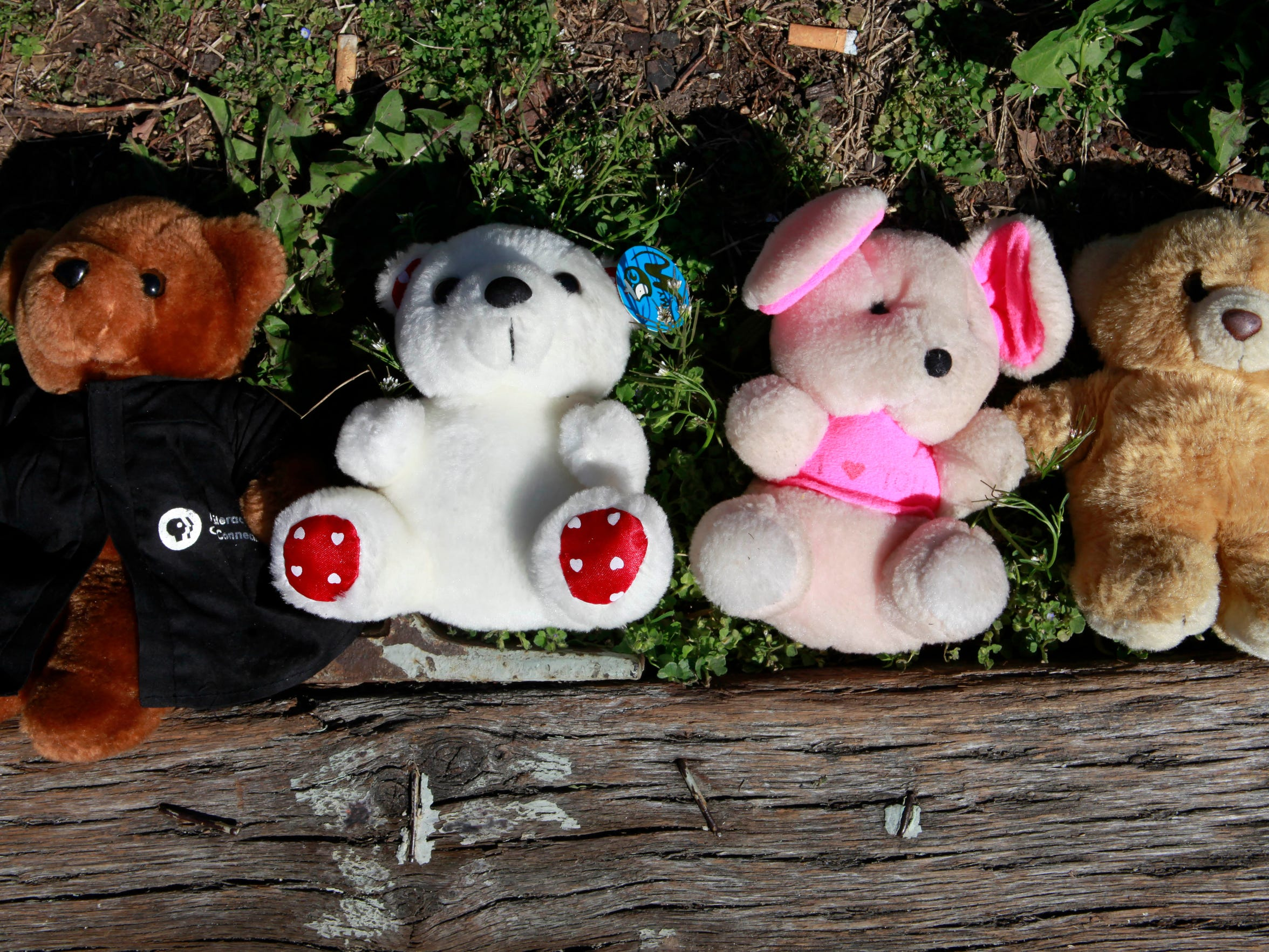 A tribute of four teddy bears, lay on the yard of building where ten people were shot Tuesday night, in Washington, on Wednesday, March 31, 2010. Four people were killed in the shooting. (AP Photo/Jacquelyn Martin)