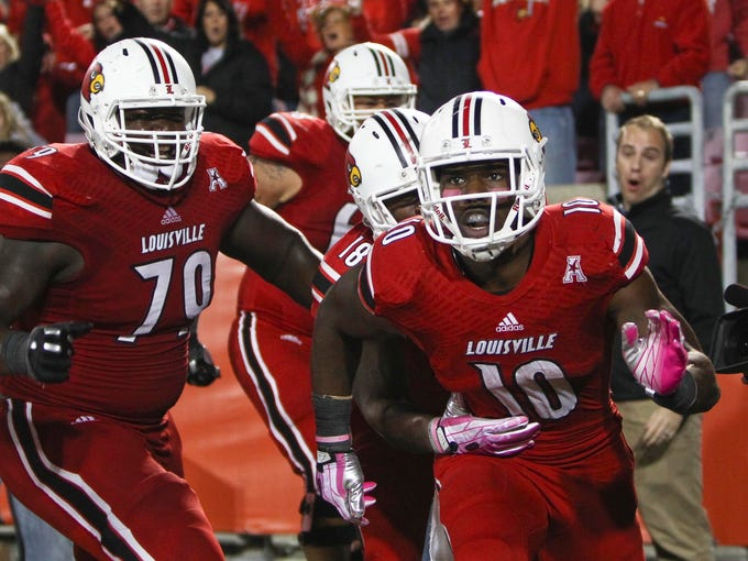 Louisville's Dominique Brown (10) celebrates his late fourth quarter touchdown that put the Cards up 35-31 over UCF.