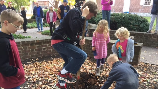 Youngsters did dig at the suspect site of a buried time capsule on the grounds of the Colonial Court House in York. The capsule was not found.