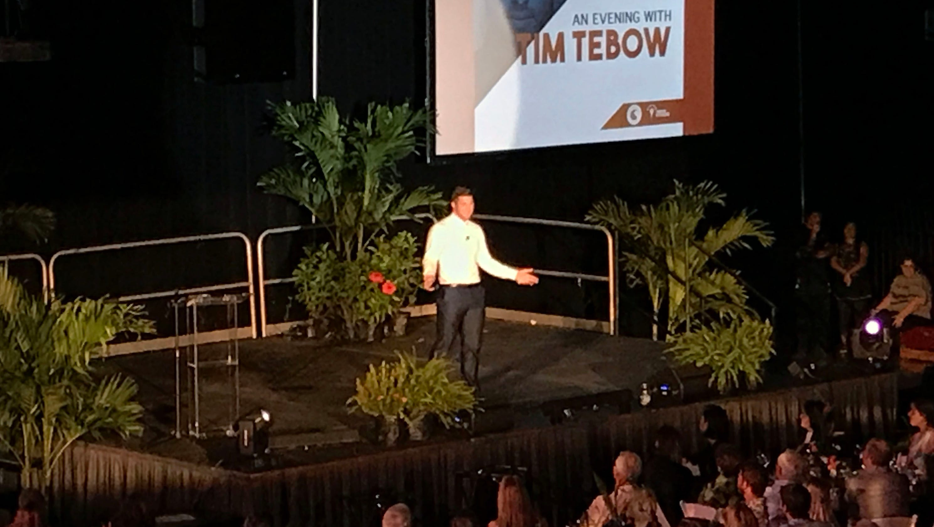Who does tim tebow date in Melbourne