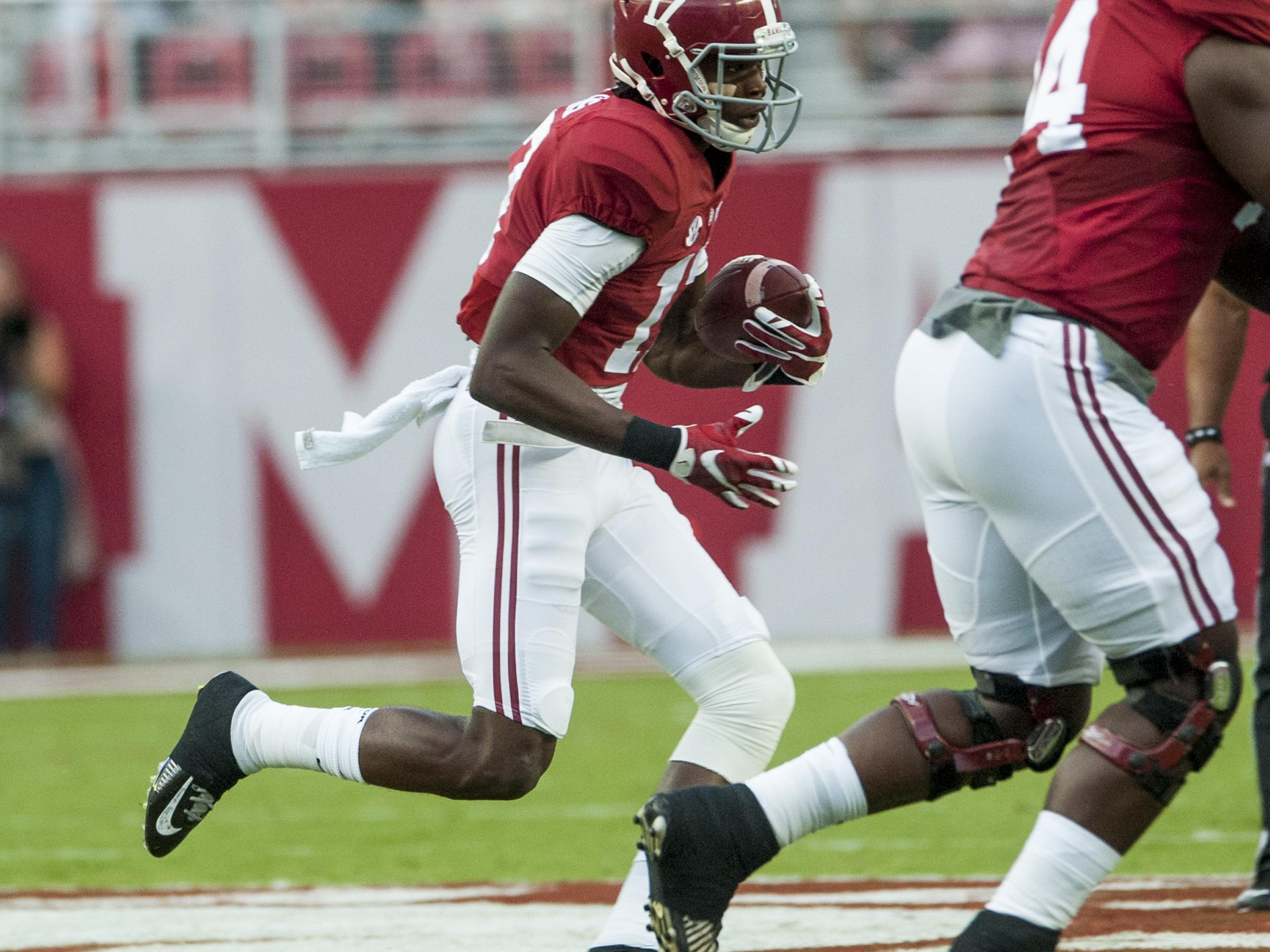 Alabama wide receiver Cam Sims (17) against Kentucky at Bryant-Denny Stadium in Tuscaloosa, Ala., on Saturday October 1, 2016.