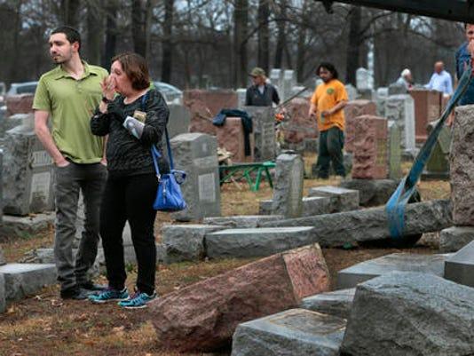 636233749812335450-cemetery-236f33f7a8f04bce932fbdcb25ebf9ef.jpg