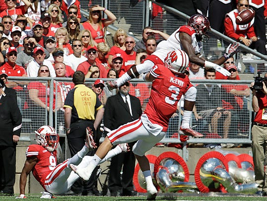 Wisconsin's Tanner McEvoy (3) breaks up a pass intended