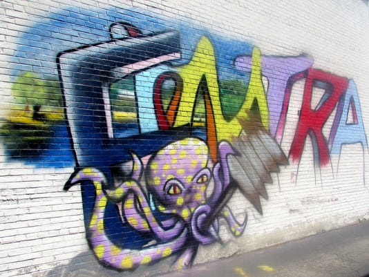 ELM 0711 GRAFFITI 01