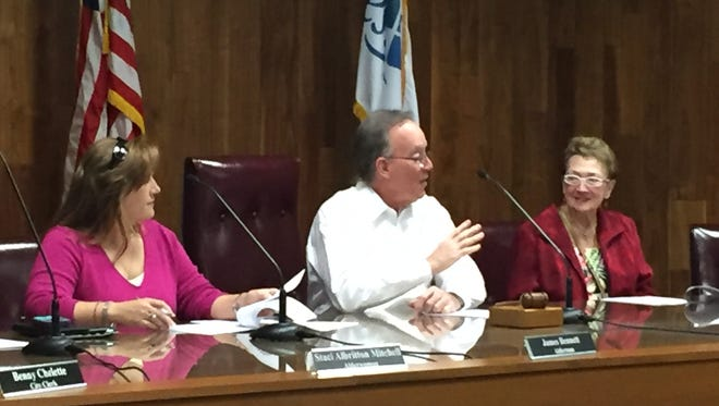 West Monroe Mayor Dave Norris introduces grant application ordinance in  meeting Tuesday