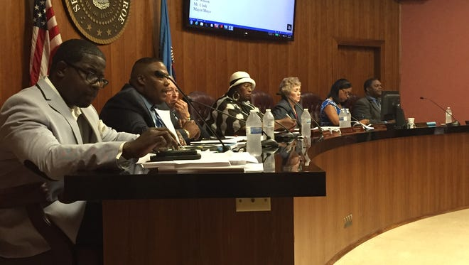 The Monroe City Council passed an ordinance Tuesday that will halt new applications for residential re-entry centers and halfway house services for federal offenders.