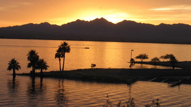 The Mohave Sunset Trail at Lake Havasu lives up to its name.