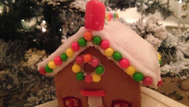Community House hosts a mini Ginger Bread house class Saturday, Dec. 17, 1-3 p.m..