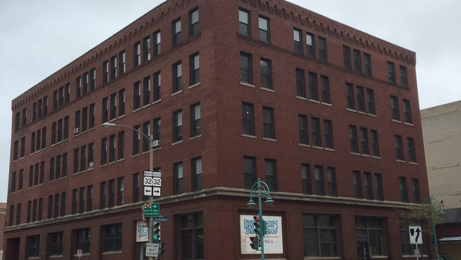 A building in Milwaukee's Historic Third Ward would be converted into 31 upper-level apartments and street-level retail space, under a new proposal.