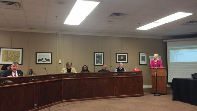 Tammy Grissom with the Tennessee Student Board Association presenting the final three JMCSS Superintendent candidates at Thursday's school board meeting.