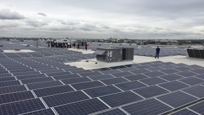 Amazon unveiled what it says is the largest single rooftop solar installation in the state at Amazon Carteret on Tuesday.
