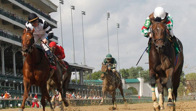 Fioretti (on the rail under Sophie Doyle) holds off favored Willow Hills in Churchill Downs' Roxelana Stakes. They meet again in Saturday's Grade III Groupie Doll at Ellis Park.