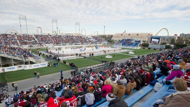 Fans watch the Outdoor Classic alumni game at Hersheypark Stadium Jan. 19, 2013.  (Lebanon Daily News, Glen Gray)