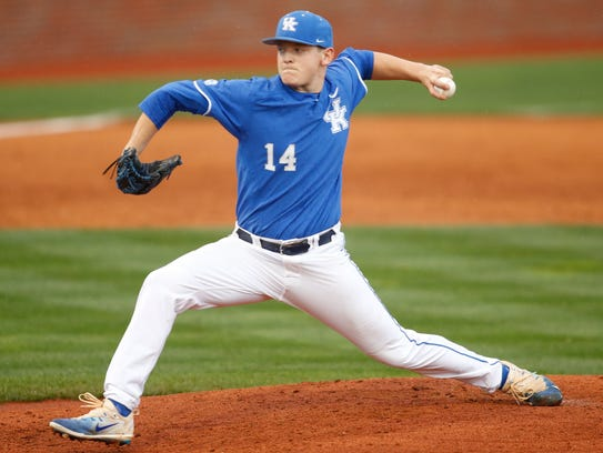 Kentucky Wildcats starting pitcher Zack Thompson delivers